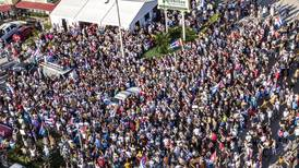 En 'rebeldía': Cubanos en Miami alistan maletas para viajar a la isla y apoyar protestas