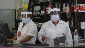 Mexicanos 'exprimen' sus tarjetas de débito en hospitales y farmacias debido a la pandemia