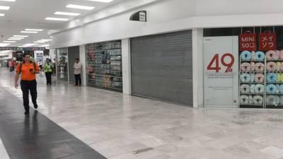 Nuevo León cerrará plazas comerciales los fines de semana y restringe venta de cerveza por aumento en contagios
