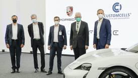 Porsche quiere 'entrarle con todo' al mercado eléctrico: invierte en fábrica de celdas de alto rendimiento