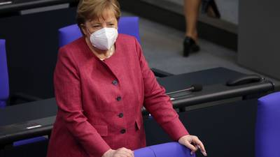 Merkel da 'voto de confianza' a AstraZeneca: recibe dosis contra COVID de la farmacéutica
