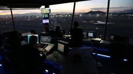 Función Pública apunta contra controladores aéreos; acusa errores en su formación