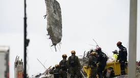 Tormentas amenazan con complicar rescate de sobrevivientes de edificio colapsado en Miami