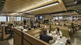En este restaurante de China le dicen 'adiós' a los meseros y chefs... Ahora atienden robots