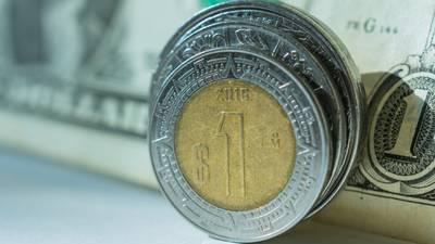 Peso tiene 'buen paso' en operaciones electrónicas ante caída del dólar