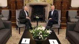 Macri y Fernández se reúnen para iniciar transición en Argentina