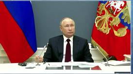 Putin ya está totalmente vacunado... pero no quiere que se le 'acerquen'