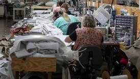 Solicitudes de apoyo por desempleo caen por debajo de las 400 mil por primera vez en la pandemia