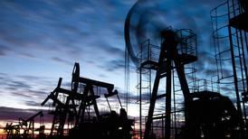 OPEP+ acuerda aumento gradual de producción petrolera
