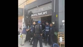 Artista acusa agresión de policías en alcaldía Tlalpan por tener sus esculturas en la calle