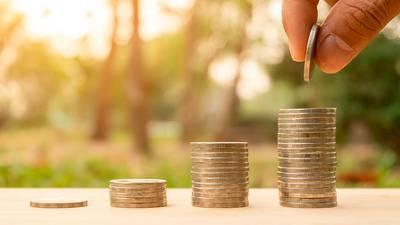 Salario mínimo aumentará 15% a 141.7 pesos diarios en 2021, acuerda la Conasami