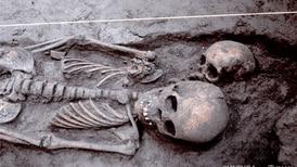 INAH devela vestigios de una casa en Xochimilco que dan 'pista' sobre entierros prehispánicos