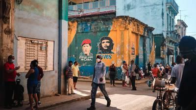 La otra crisis que tampoco se va: Cuba reporta récord de muertes por COVID-19 tras protestas