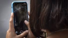Juez que frenó reforma eléctrica concede primeras suspensiones contra padrón de telefonía móvil