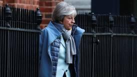 May solicita demorar Brexit hasta el 30 de junio; UE podría ofrecer un año