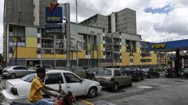 Los venezolanos ahora tienen un nuevo problema: escasez de gasolina
