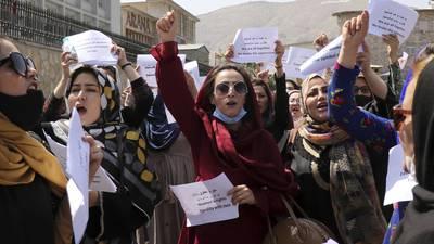 Mujeres afganas resisten: piden al Talibán respeto a sus derechos
