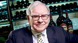 Warren Buffett pronostica un 'oscuro final' para los periódicos