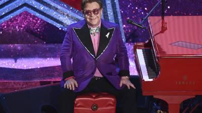 ¡Al quirófano! Elton John programa una operación en su cadera tras caída