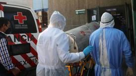 Quienes ingieren dióxido de cloro para tratar COVID renuncian a póliza de gastos médicos, advierten especialistas