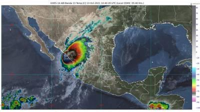 'Pamela' toca tierra en Sinaloa como huracán categoría 1