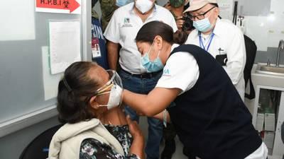 Inicia con retrasos en CDMX la vacunación contra COVID para adultos mayores