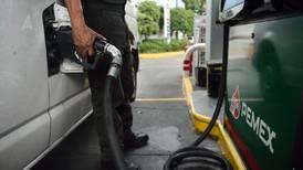 AMLO aplicará su primer 'gasolinazo' en enero: PAN y PRD