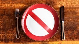¿Dejas de comer por varias horas? Esto es lo que le pasa a tu cuerpo