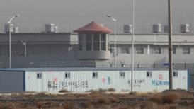 Hay 380 supuestos campos de detención de minorías en Xinjiang, China, reporta instituto australiano