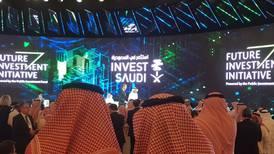 Arabia Saudita 'muestra la cartera' para intentar salvar cumbre de inversión