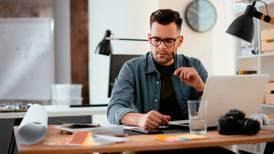 ¿Sientes que tu 'home office' es eterno? Eres parte del 76% de millennials con desgaste profesional
