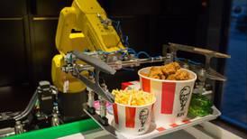 Los robots pasaron de ser 'enemigos' a guardianes de los trabajadores debido al COVID