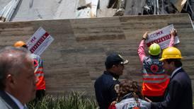Álvaro Obregón entrega a autoridades documentos sobre Plaza Artz