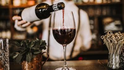 ¡Salud! Estos son los beneficios de tomar una copa diaria de vino