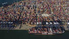 Desde cuarentenas hasta exámenes médicos por adelantado: Así revisan estos países a barcos que vienen de China