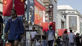 La obstinación de China: desaparecer al COVID... y humillar a EU