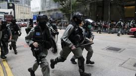 Policía de Hong Kong dispara bolas de pimienta para dispersar manifestaciones