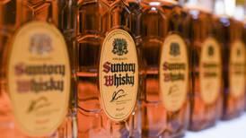Whisky escocés 'libra' aranceles de EU tras pausa a gravámenes a productos de Reino Unido