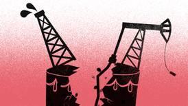 Petroleras invierten menos