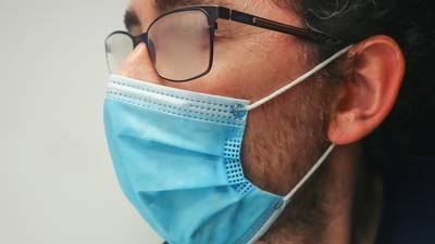 ¿Usar lentes te puede proteger del COVID?