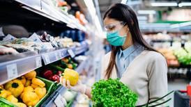 ¿Comer pescado y vegetales protege contra COVID? Tu dieta influye más de lo que crees
