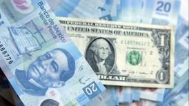 Peso baja en la apertura del mercado asiático; dólar opera en 23.92 unidades