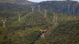 Critican otorgamiento de 1,500 permisos de generación eléctrica a privados en gobierno de Peña