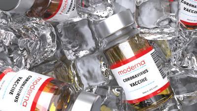 Vacuna COVID de Moderna es segura y eficaz en mayores de 18 años, asegura informe de la FDA