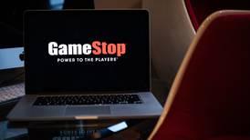 GameStop desafía de nuevo a la 'gravedad' con un repunte de 100% en el precio de sus acciones