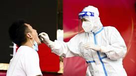 Aquí vamos otra vez: China realiza pruebas masivas de COVID en Wuhan, 'cuna' de la pandemia