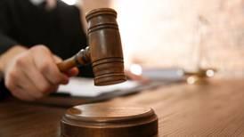 Destituyen a juez federal por hostigamiento y acoso sexual