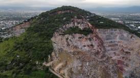 Vecinos alertan sobre desgajamiento del cerro de Jiutepec en Morelos