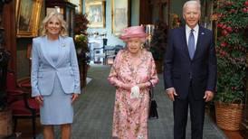 La reina de Inglaterra me recordó a mi madre, dice Biden