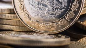 En sesión de 'sube y baja', el peso sale bien librado y termina con avance frente al dólar